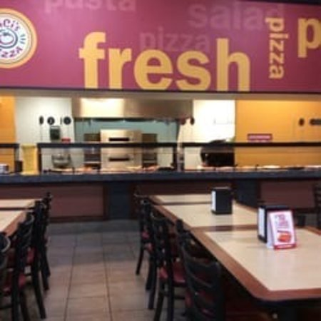 Murrieta, CA: Fresh salads and soup as well not just pizza 6.99 all you can eat