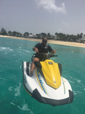 Simpson Bay, St. Martin: Beautiful day, beautiful scenery..a shared moment of pleasure...just me and my machine
