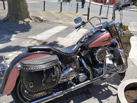 Saint-Maximin-la-Sainte-Baume, Francia: Harley Davidson Electra Glide de 1988