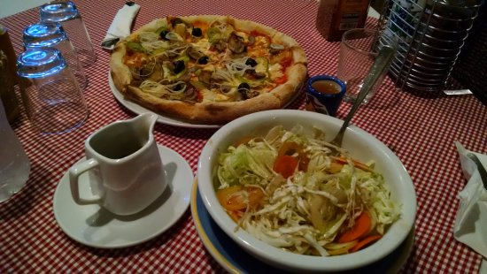 Ristorante Angelina: pizza's good, salad bland