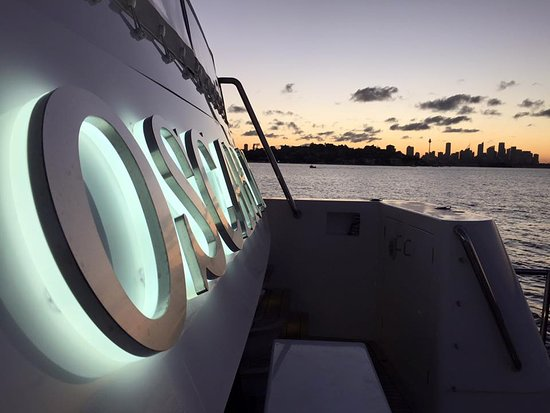 Brighton le Sands, Australia: Sydney sunsets aboard Oscar 2