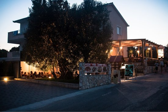 Okrug Gornji, Croácia: Bistro Renata 🤗🍕🍔🍤🧀🥖🥗🍵🍻🍽
