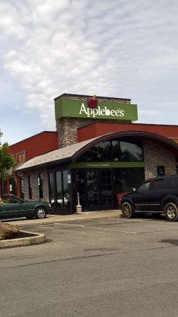 Butler, بنسيلفانيا: Butler Applebee's, front view.