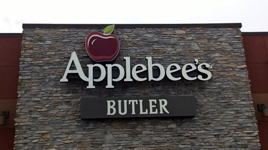 Butler, بنسيلفانيا: Butler Applebee's, side view.