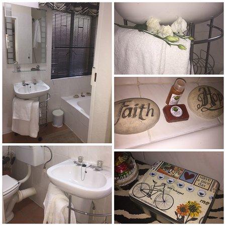 Aandbloem Guest House: Bathroom