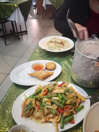 Penrith, Australia: Chilli Chicken and Basil and Green Curry with Chicken plus free entree.