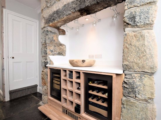 Cury, UK: Wine fridge