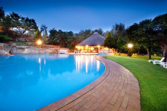 AVANI Maseru Hotel: Pool area