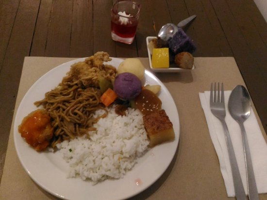 Kawit, الفلبين: Carl Ced'z Grill & Restaurant