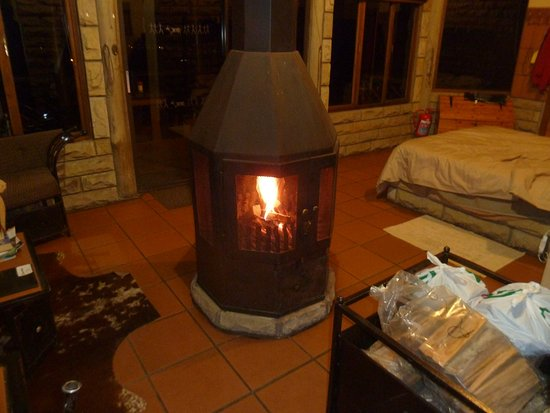 Bergville, África do Sul: Our crackling fireplace