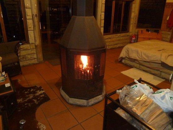 Bergville, แอฟริกาใต้: Our crackling fireplace
