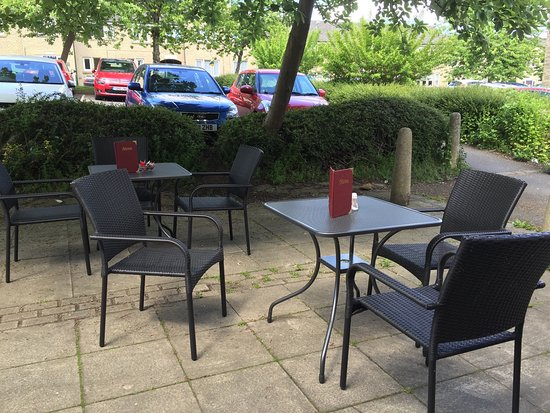 Holmfirth, UK: Outside summer dinning