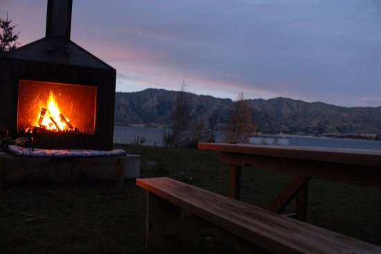 Lake Hawea, Nuova Zelanda: The fireplace in action