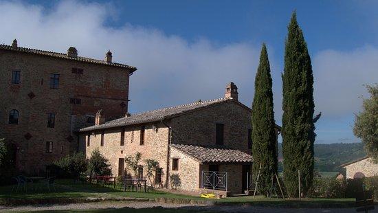 Castiglione della Valle, Italia: Teilansicht der Burg