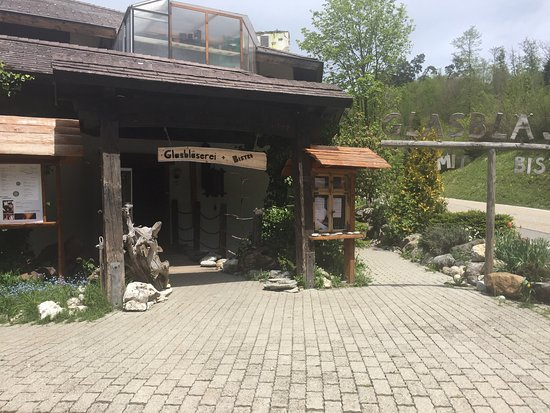 Twann, Suiza: The entrance to this very nice place