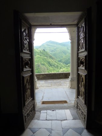 Vergemoli, Italy: Looking out