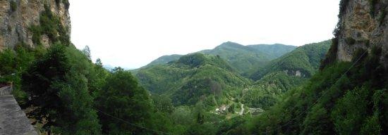 Vergemoli, Italy: Eye of the mountain