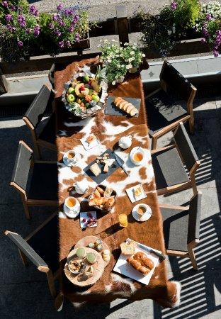 La Clusaz, France: Petit déjeuner - en plein air