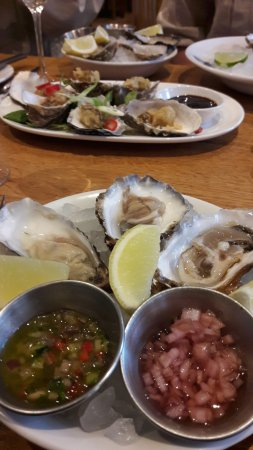 Farnham, UK: Mix and match Oysters!