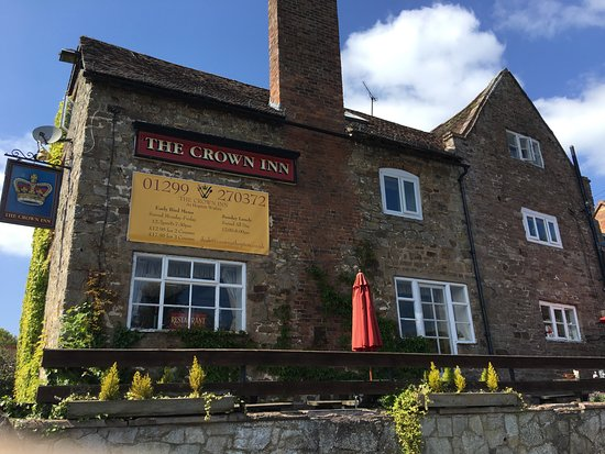Cleobury Mortimer, UK: Outside of The Crown