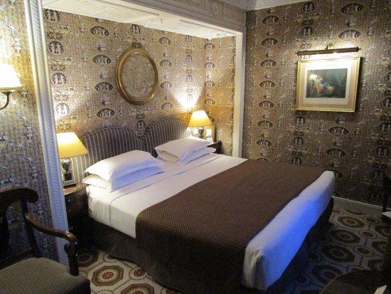 Hotel des Grands Hommes: Room 402