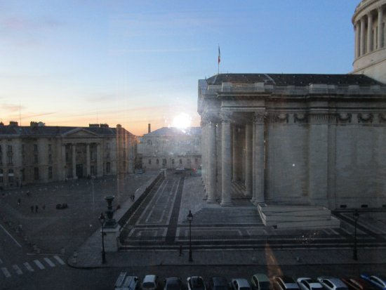 Hotel des Grands Hommes: The Pantheon from Room 402