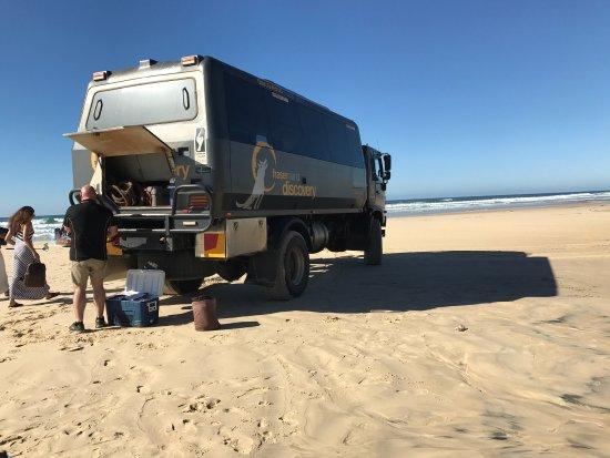 """นุซา, ออสเตรเลีย: Amazing day trip to Fraser Island with The Discovery Group, a must to do !! Our driver """"Chops wa"""