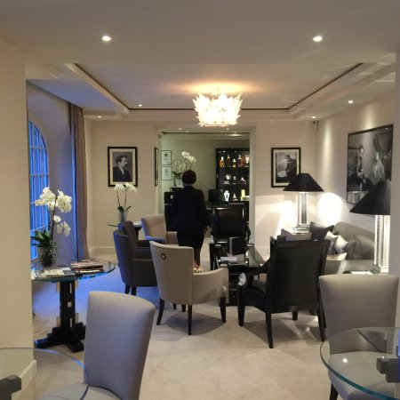 photo de restaurant villa rene lalique. Black Bedroom Furniture Sets. Home Design Ideas