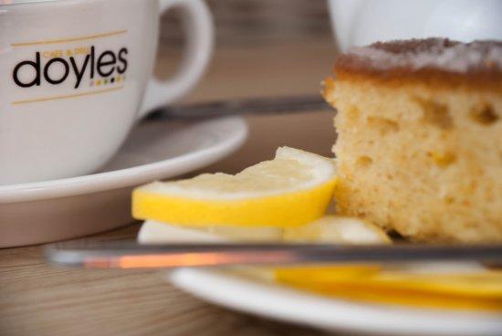Balfron, UK: Home Made Lemon Drizzle Cake