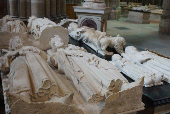 Basilica Cathedral of Saint-Denis: des gisants de rois