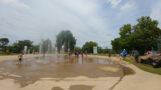 Columbus Riverwalk: Splash pad joy on a hot May day!