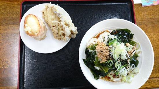 Ninohe, Japon : ぶっかけ納豆ワカメと舞茸天と玉子天