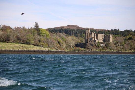 Dunvegan Castle desde el lago.