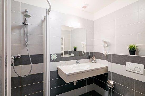 Hustopece, Tsjekkia: Koupelna Superior