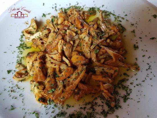 Fiano Romano, Italy: Contorno di funghi galletti