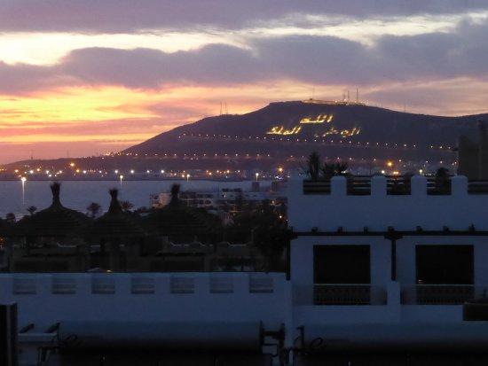 Un soir la kasbah au loin picture of hotel timoulay for Un hotel ce soir