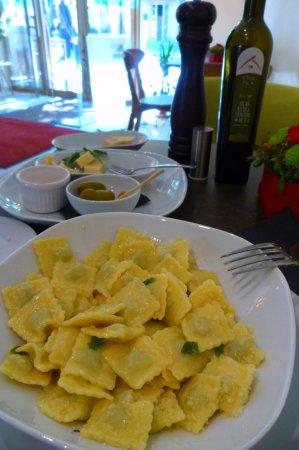VYNO UOGA, Wine and Garden Restaurant, Shop: Равиоли с зеленью. Хороши !