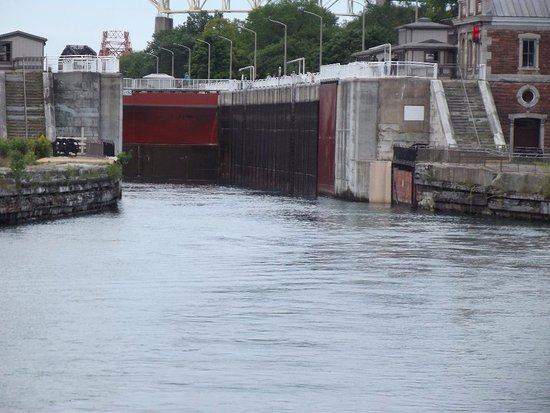 Soo Locks : Leaving the locks when the water is at it's lowest point.