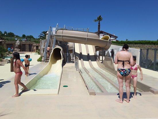 Nouveaux complexe piscines fotograf a de camping for Piscine hendaye