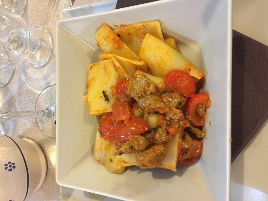 Garbagnate Milanese, Italia: paccheri con straccetti di manzo e pomodorini