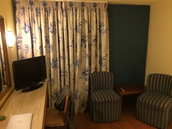 Titania Hotel: BedRoom