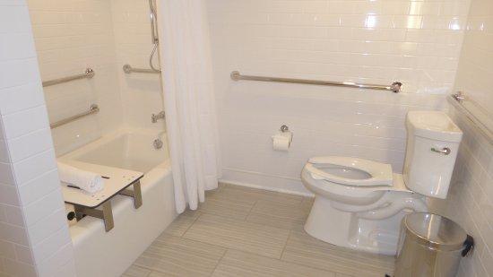 Helft van de badkamer - Bild von Oceans Edge Key West Hotel & Marina ...