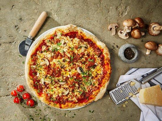 Brighton and Hove, UK: Bella Italia bologna pizza