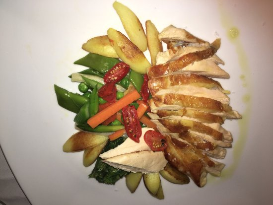 Trattoria da Nanni: Perlhuhnbrust mit frischem Gemüse