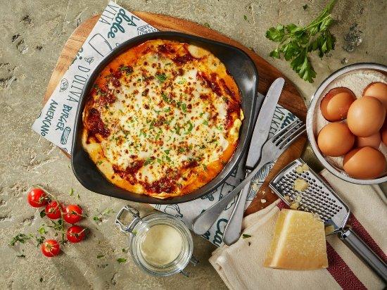 Camberley, UK: Bella Italia traditional lasagne