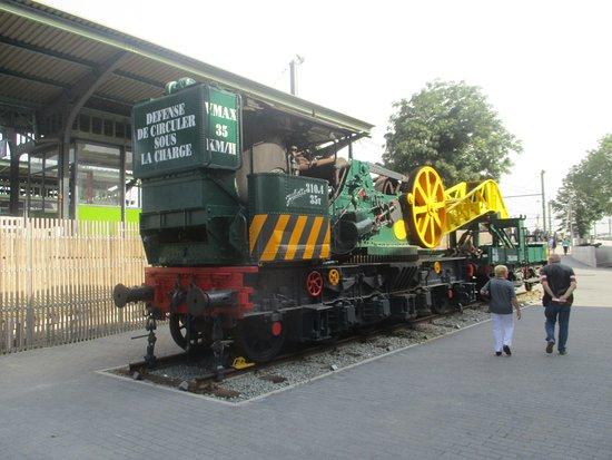 Schaerbeek, Belgium: Track Machine