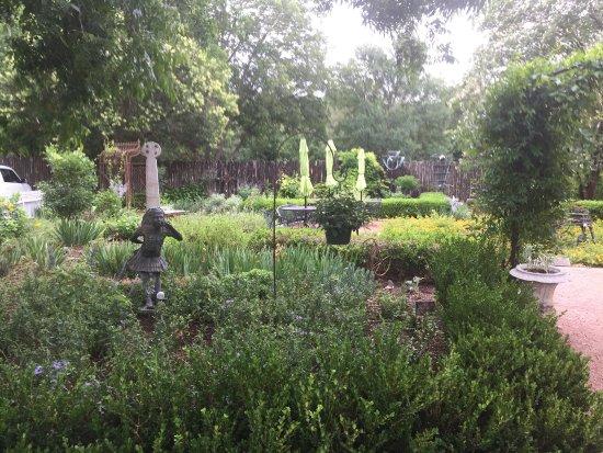 Farm Haus Bistro at Fredericksburg Herb Farm: photo1.jpg