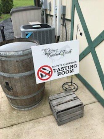Mount Jackson, VA: Kindred Point Winery