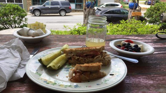 Louise's Kitchen : Lunch on the porch
