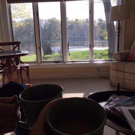 Bufflehead Cove Inn: Beautiful morning view from Hideaway sitting room